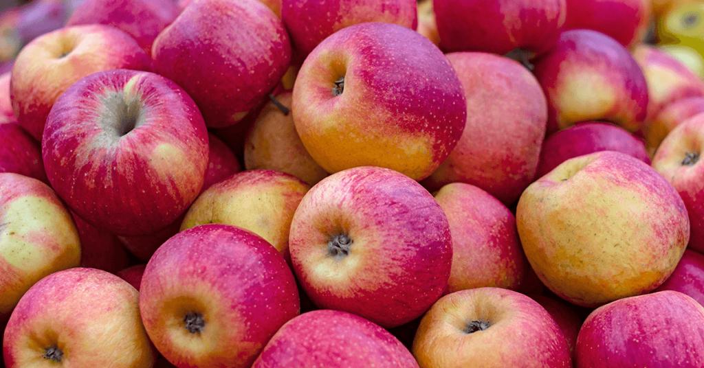 Червени ябълки.